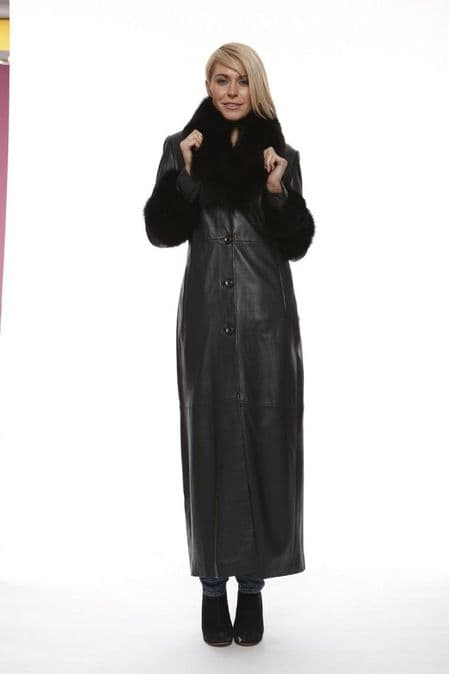 Women Leather Coat in Black:DR